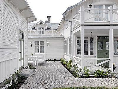 Bildresultat för vitt hus grön dörr