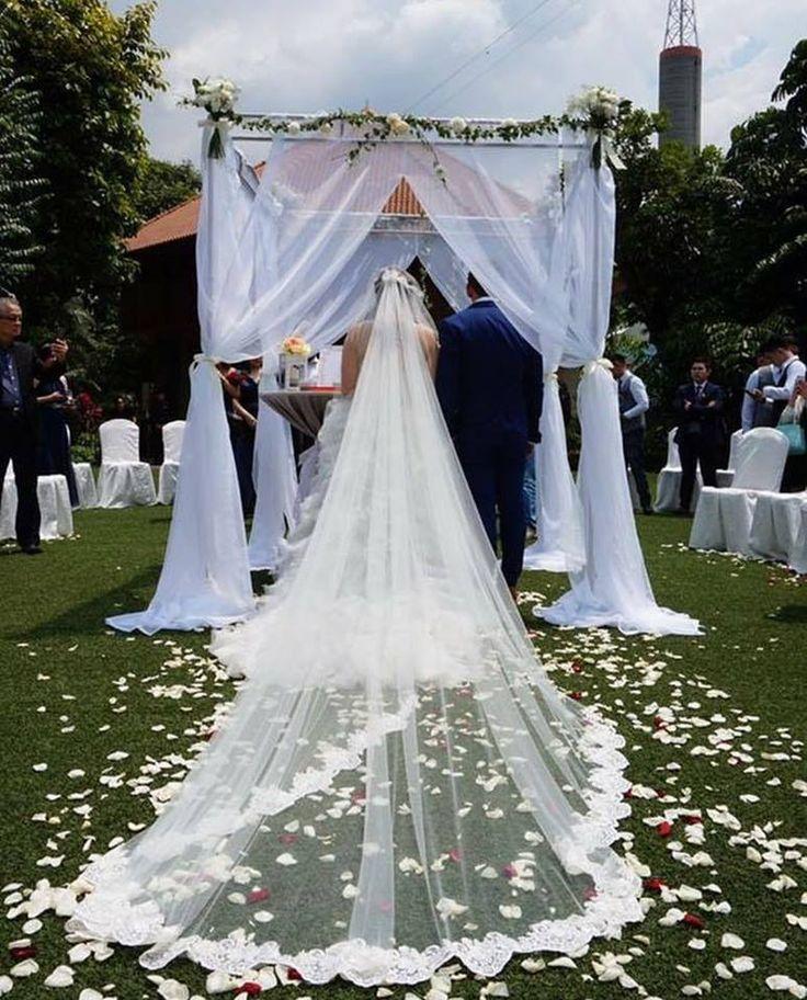 Weddings never fail to make us teary-eyed.  Credits: @petite_petale