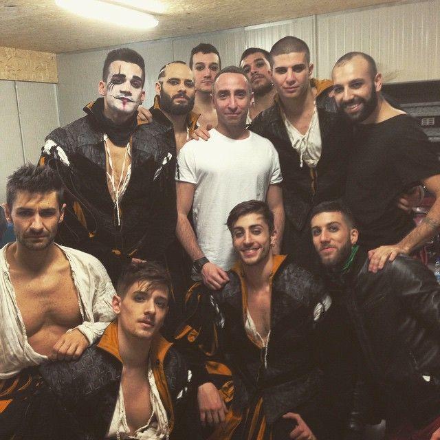 """Backstage con Giuliano e il corpo di ballo di """"ama e cambia il mondo"""" Milano Teatro Linear4Ciak"""