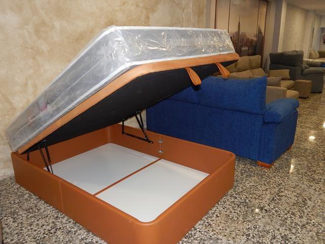 Canapé de hierro tapizado en polipiel, varios colores a elegir.Lo mejor para su descanso y para ahorrar espacio.