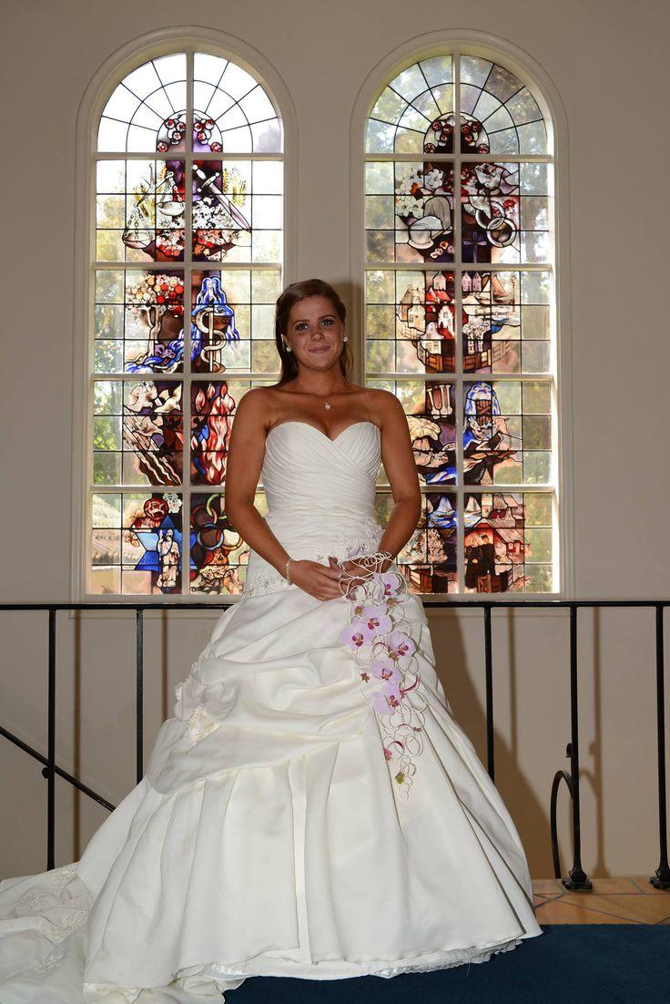 Deze bruid schreef eerder: Hoi Monique, Zoals beloofd zou ik je een foto sturen van onze prachtige bruiloft op 06-06-2014. Nooit zal ik vergeten dat ik dacht nooit te kunnen slagen voor een trouwjurk omdat ik een meisje ben van techniek en voetbal. En toch stond ik daar op 6 juni 2014 het ja-woord te geven aan mijn lieve partner in een prachtige prinsessenjurk. Bedankt voor alles. Groetjes Sabrina