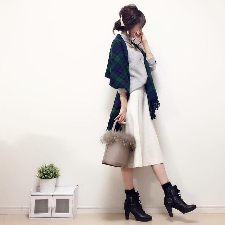 #今日のコーデ ☺︎♪ グレーのもふもふニットにクリーム色のスエードスカートを♡ ニュアンスカラーって、やっぱり可愛い 昨日ようやく新作アクセサリーの一部をネットショップにアップしました〜♡ sold outだったアイテムも追加しましたので、よかったらギャラリーに遊びに来てくださいね お返事前にすみません! これからお返事させてください♡♡ knit#zara skirt#UNIQLO bag#kittia socks#calzedonia @calzedonia #handmadeaccessory#fashion#outfit#code#accessory#ponte_fashion#ハンドメイドアクセサリー#プチプラ#プチプラコーデ#プチプラファッション#シンプル#シンプルコーデ#コーデ#コーディネート#kaumo#ilovecalzedonia #gumania#locari#beaustagrammer#mineby3mootd#大人カジュアル#スナップミー