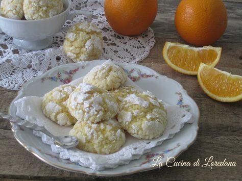 Piccoli, profumati e deliziosi Biscotti morbidi all'arancia semplicissimi da preparare e assolutamente irresistibili per una pausa tutta dolcezza