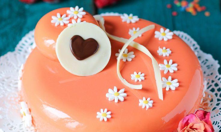 Торт «Марципановый мусс с абрикосами и клубникой» — HomeBaked