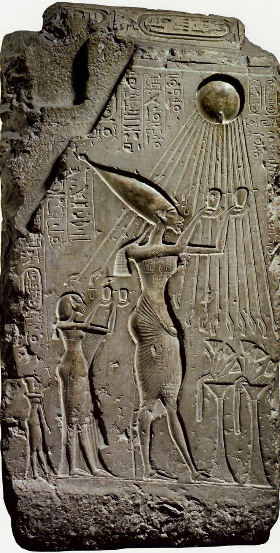 рельеф с изображением семьи эхнатона под лучами атона. Ранняя Амарна