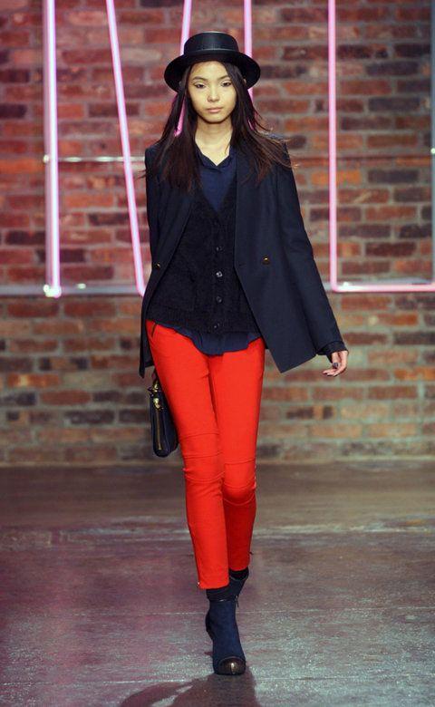 Desfile de DKNY. Nueva York. Resumen de las mejores pasarelas de la temporada otoño-invierno con fotos. vídeos, Front Row, StreetStyl 2011- 2012. Otoño-invierno.