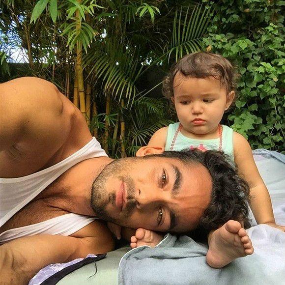 Aarón Díaz publicó esta foto donde aparece junto a su hija menor, Regina, en su cuenta de Instagram, el 18 de septiembre de 2015.