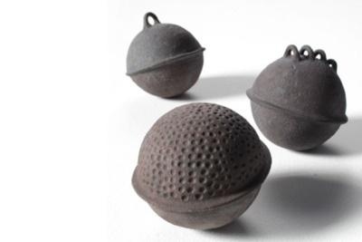 Virginie Besengez: Floats (stoneware) #ceramic #céramique