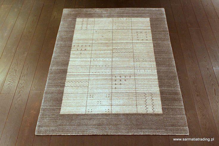 Oryginalny, nowoczesny dywan. Ręcznie utkany z wełny i włókna bambusowego, które jest jedwabiste, miękkie i połyskujące.  http://www.sarmatiatrading.pl/sklep/dywany-nowoczesne/gray-black-border/