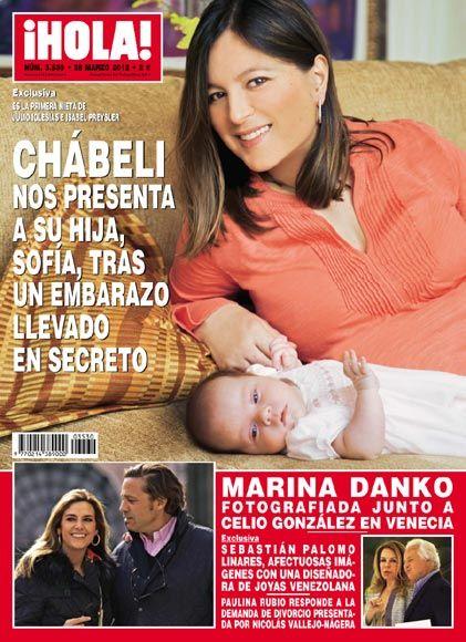Chábeli Iglesias presenta a su hija Sofría en la revista Hola