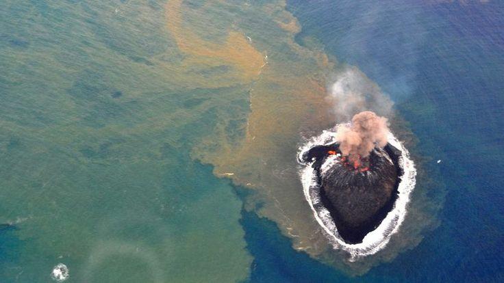 Naissance d'une île. Un nouvel îlot a été découvert mercredi 20 novembre 2013, dans l'océan Pacifique, à un millier de kilomètres au sud de ...