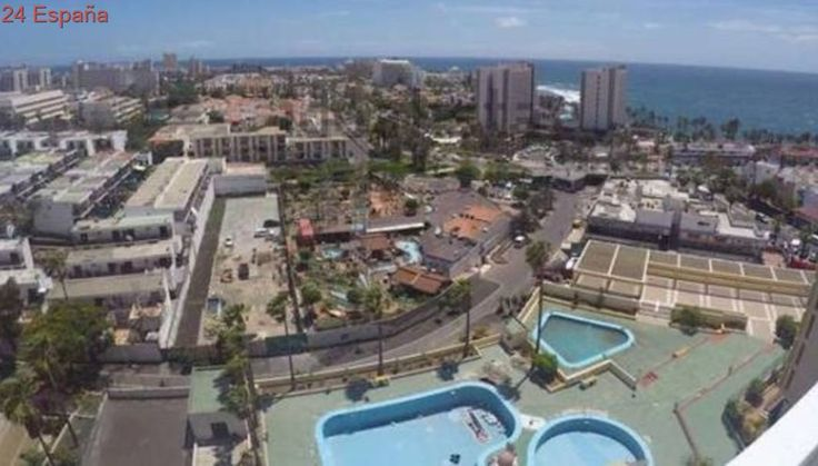 Herido grave al caer por saltar de un balcón a otro en apartamento de Tenerife