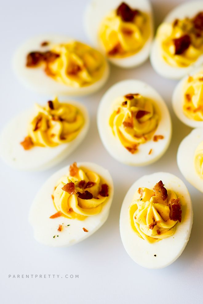 Bacon Ranch Deviled Eggs - You'll love this creamy twist on the classic deviled egg; crispy bacon on top makes these deviled eggs extra special. Recipe at parentpretty.com.