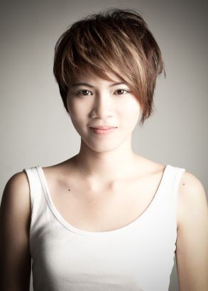 Short, Highlighted Hairstyle