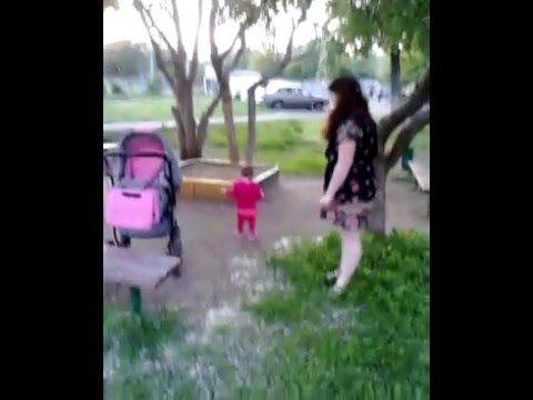 первые шаги ребенка на улице, первая прогулка