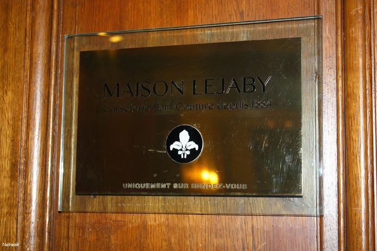 Le petit monde de Natieak: La Maison Lejaby : Son salon privé de la rue Royal #Lejaby #Paris #salon # couture #corsetier #bain #calais #soie #broderie #Adrien Testud  #lycée #histoire  #France  #rasurel #neyron #gaby #alain prost #liberty #nuage #isabelle adjani #elixir  #fantasy #venise #vienne  #guipure #tulle #mousseline #lido #tutu   #concorde