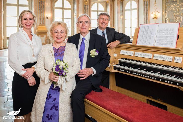 Standesbeamtin und Organist bei Hochzeit in Mirabell, Salzburg