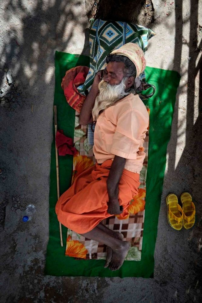 Dreamland: India's Sleeping Figures - Photographs and text by Alain Schroeder   LensCulture