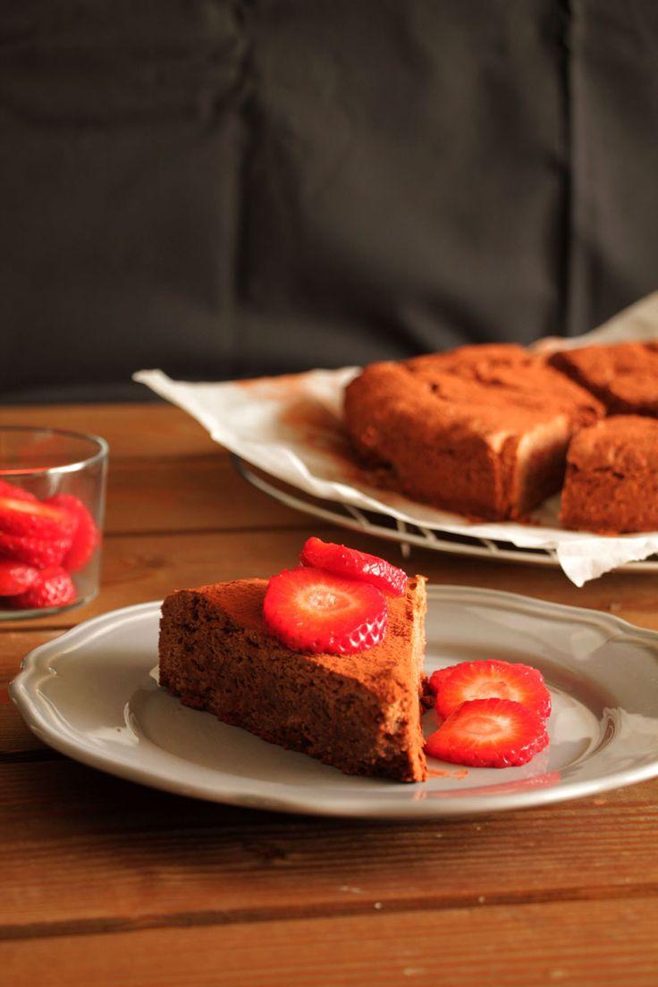 Ένα εντελώς νηστίσιμο κέικ με ταχίνι λοιπόν. Ένα «μασίφ» κέικ πολύ πλούσια γεύση. Για τις μέρες που έρχονται. Για ένα θρεπτικό και δυναμωτικό πρωινό ή σνακ.