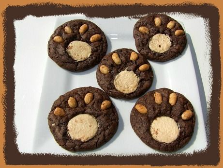 Teddy Bear Picnic Cookie Recipe for Kids. CA's tip* For nut free use white chocolate chips sideways for the claws and sugar cookie  dough for the centers. Also todo a panda print use sugar cookie dough for the outter ring and a oreo in the center with regular chocolate chips for the claws.