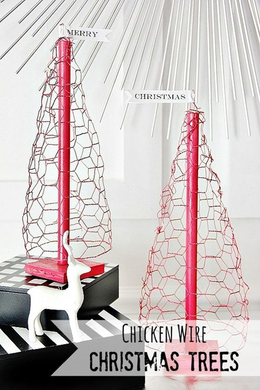 DIY Chicken Wire Christmas Tree - Thistlewood Farm