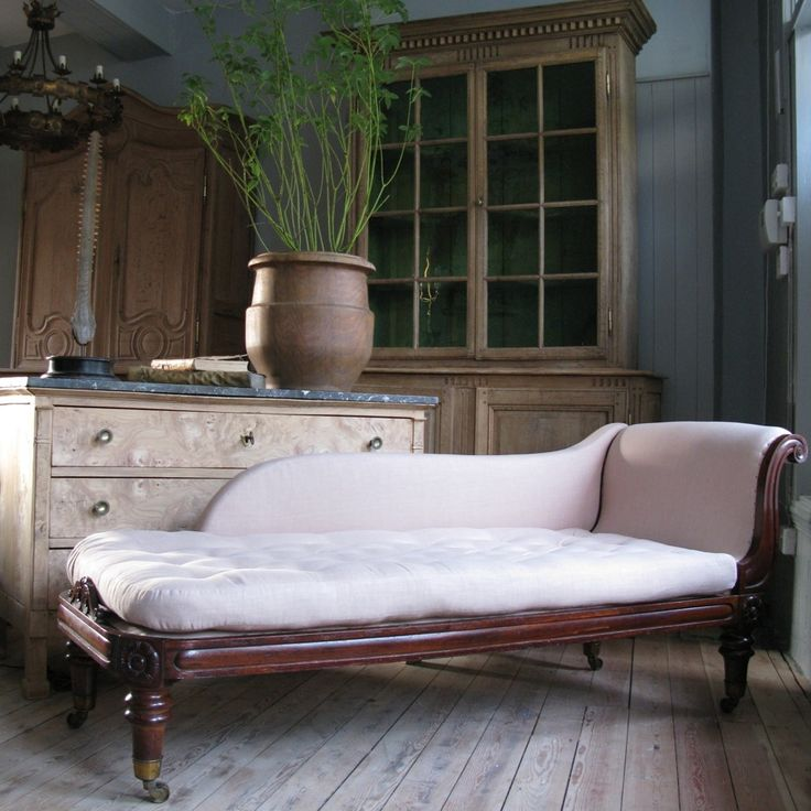 Benches, Stools, Daybeds - A fine quality, and of elegant proportions, 19th century English mahogany daybed, retaining the original brass castors, and horse hair cushion, having been reupholstered by us in a hand stitched linen.