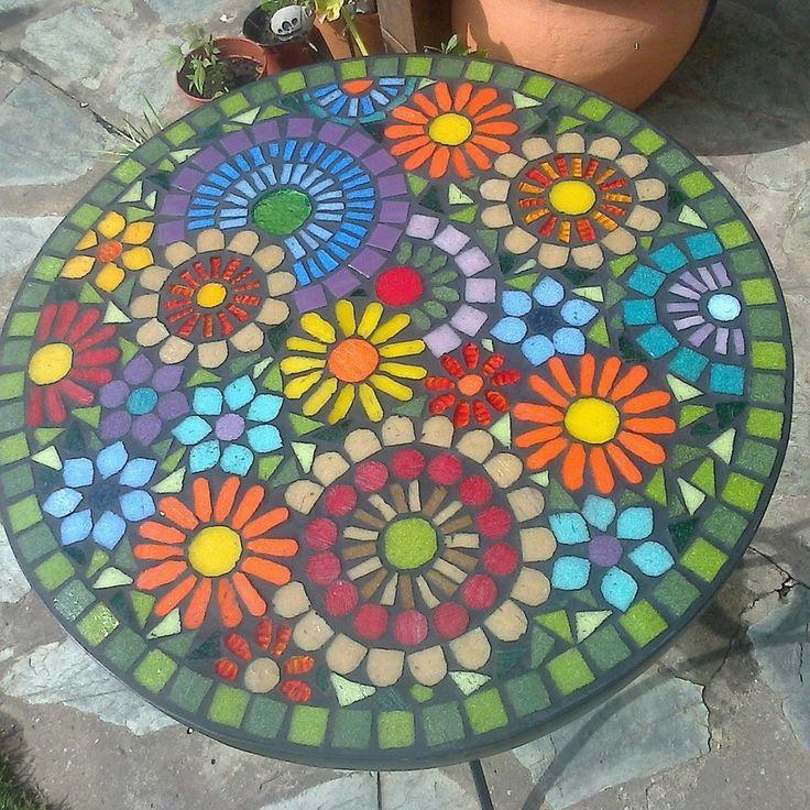Las 25 mejores ideas sobre mesas en mosaico en pinterest for Dibujos para mosaiquismo