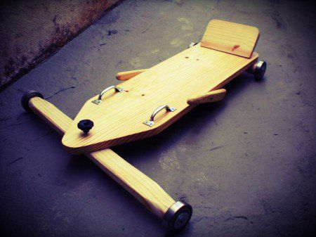 """Tutorial feito pelo canal """"Inhamis Oficina"""" mostra o passo-a-passo para construir o tradicional brinquedo de madeira"""