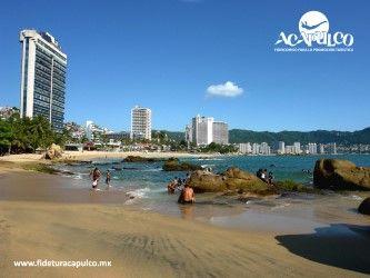 #lasmejoresplayasdemexico Playa La Condesa es la más divertida de todo Acapulco. LAS MEJORES PLAYAS DE MÉXICO. Si quieres divertirte durante tus próximas vacaciones en Acapulco, la playa Condesa es tu mejor opción, ya que a sus alrededores encontrarás varias atracciones como el bungee y distintos bares, donde pasar la noche con tus amigos. Obtén más información en la página oficial de Fidetur Acapulco.