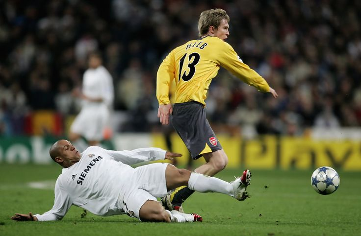 Robert Carlos of Madrid tackles Alexander Hleb of Arsenal during the UEFA Champions League Round of 16, First Leg match between Real Madrid and Arsenal at the Santiago Bernabeu Stadium on February 21, 2006 in Madrid, Spain. (Feb. 20, 2006 - Source: Richard Heathcote/Getty Images Europe)