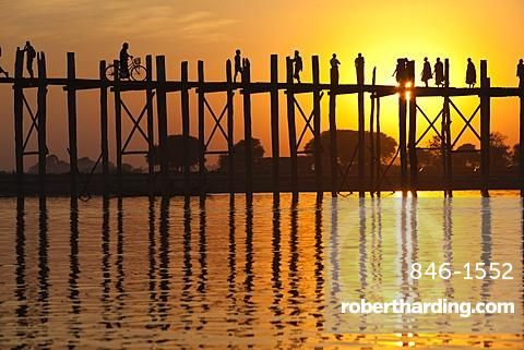 U Bein's Bridge on Taungthaman Lake at sunset, Amarapura, Mandalay, Myanmar (Burma), Asia