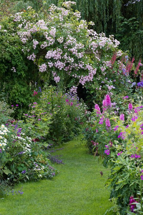 Cool 35 Stunning Cottage Garden Design Ideas for y…  Cool 35 Stunning Cottage Garden Design Ideas for your Dream House gurudecor.com/…