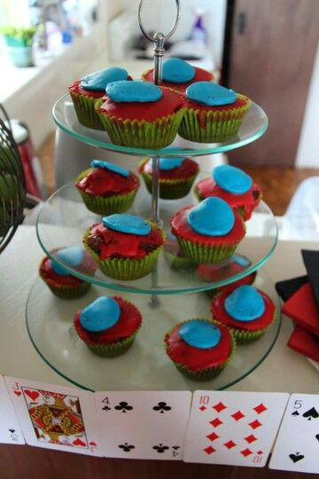 Poker party cupcakes