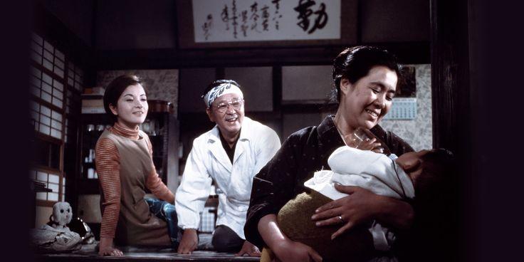 一年ぶりに帰郷した寅さんは、葛飾商業の恩師・坪内散歩(東野英治郎)と、その娘・夏子(佐藤オリエ)と懐かしい再会を果す。酒を酌み交わしたものの、寅さんは胃けいれんを起こし入院してしまう。しかし寅さんは病...