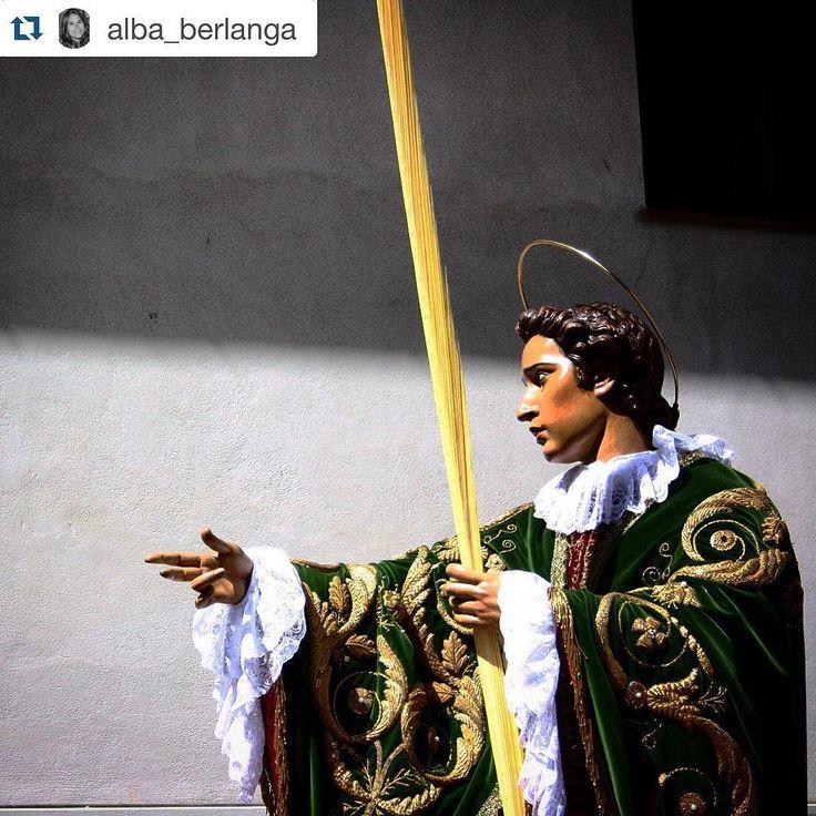 Seguimos con nuestros reposts de Semana Santa foto de @alba_berlanga. Quieres que publiquemos tus fotos de la provincia de Cuenca? Etiquétanos o usa el hashtag #zascandileandoporcuenca!  Ahí tienes a tu hijo. #SanJuan #ElGuapo #Cuenca #Castilla #CastillaLaMancha #España #Spain #SemanaSanta #SemanaSanta2016 #semanasantadecuenca #semanasantacuenca  #cuencaenamora #zascandileandoporcuenca #igersclm #igerscuenca #DescubreCuenca #turbas #instanteSSCuenca
