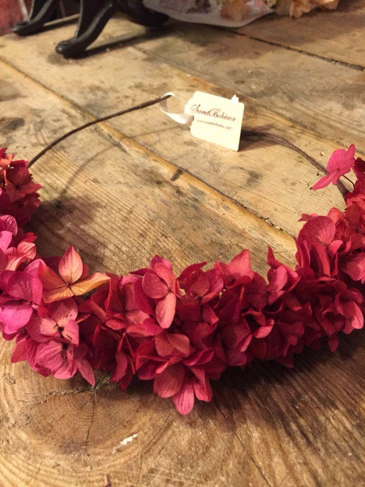 Corona de hortensias preservadas de sweetboheme roja!