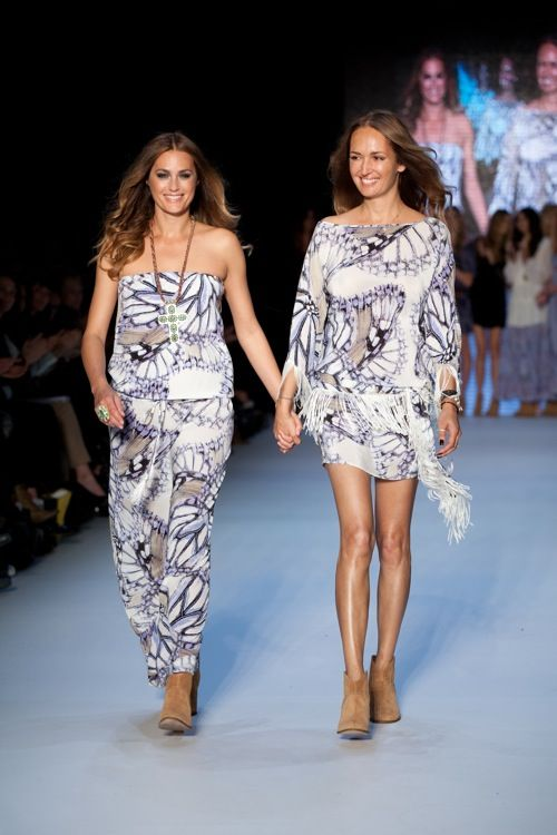 Yasmin Le Bon and Gail Elliott in Little Joe Woman spring-summer 11-12 - effortless chic