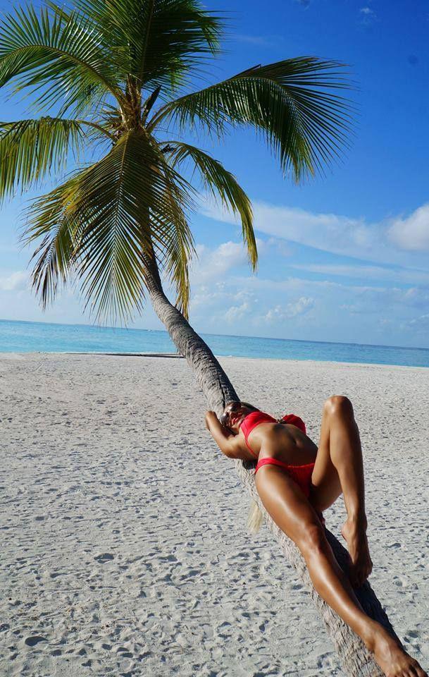 Kada love and beach babes