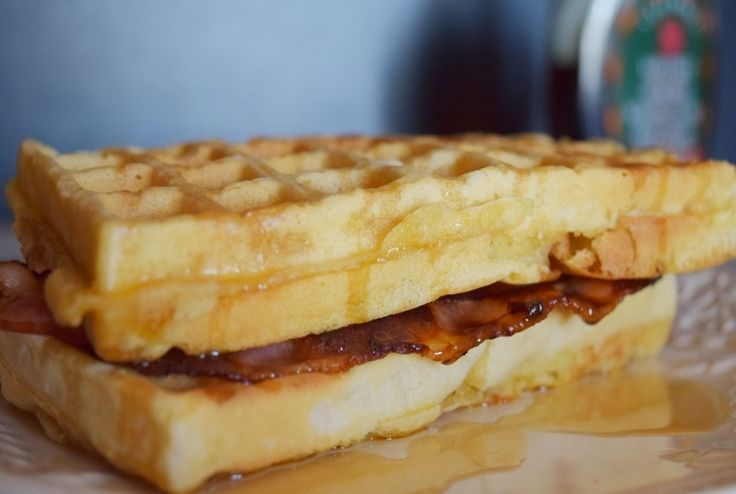 Rich buttermilk waffles with bacon & Maple syrup