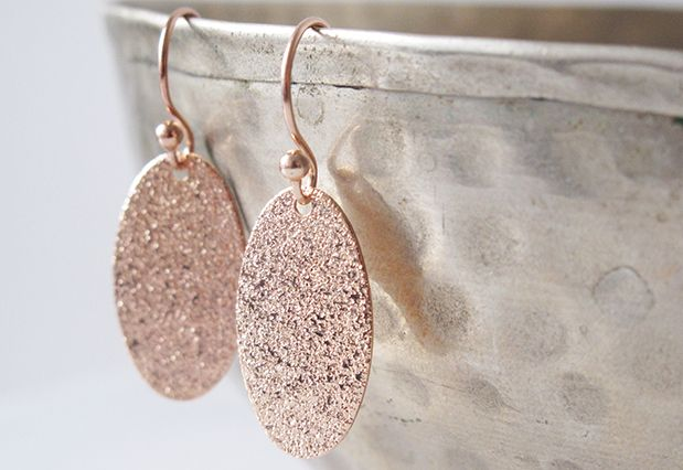 Op de webshop van Zahia vind je alles om zelf juwelen en sieraden te maken: de mooiste kralen en fournituren.