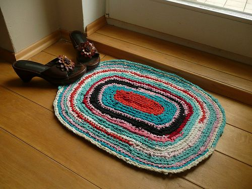 Easy homemade rugs project make a rug out of old t for Easy rugs
