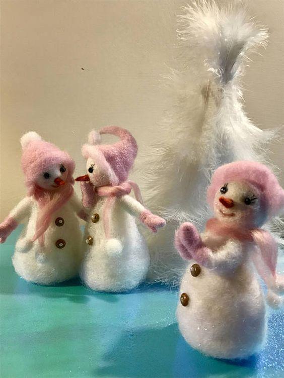 Muñeco de nieve fieltro de aguja Waldorf inspirado bola de