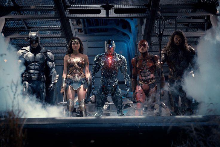 Cette fois on passe du côté de DC Comics avec Warner Bros qui a dévoilé cette nuit une nouvelle bande annonce pour Justice League à l'occasion de Comic Con International de San Diego. Ce nouveau trailer est l'occasion de découvrir un peu plus la menace à laquelle vont devoir faire face Batman, Wonder Woman, Aquaman, Cyborg, The Flash et peut-être même Superman. Justice League de Zack Snyder sortira dans les salles obscures françaises à partir du 15 Novembre prochain. En savoir plus sur…