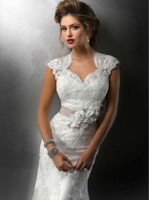 #wedding #dress #sleeves #lace