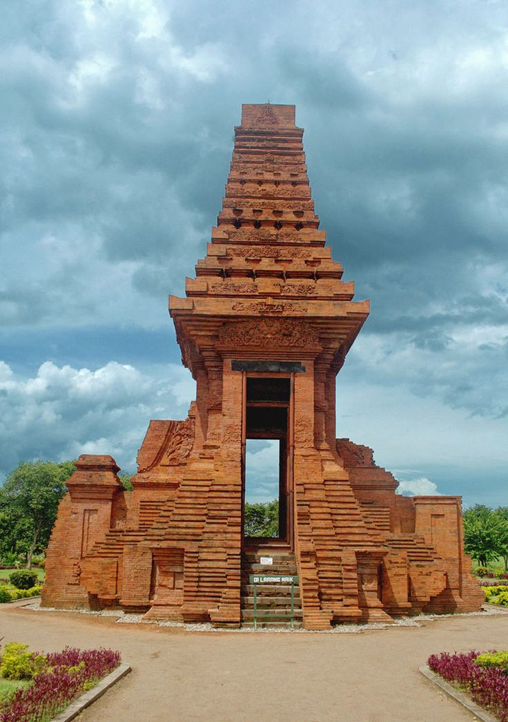 Trowulan ancient city. Ruins of ancient city, covering approximately 100 km2…
