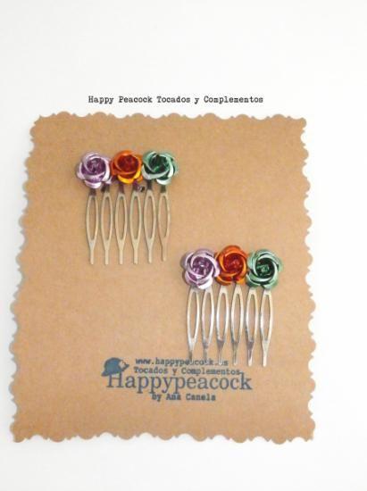 Peinecillos decorados con flores de metal...