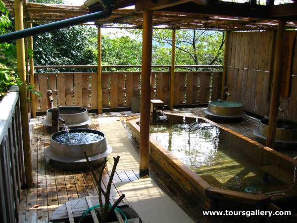 """Japanese Bath house!! This is really nice Japanese bath!! Baths on the left of this pic are called """"Goemon buro."""" I want it!haha"""
