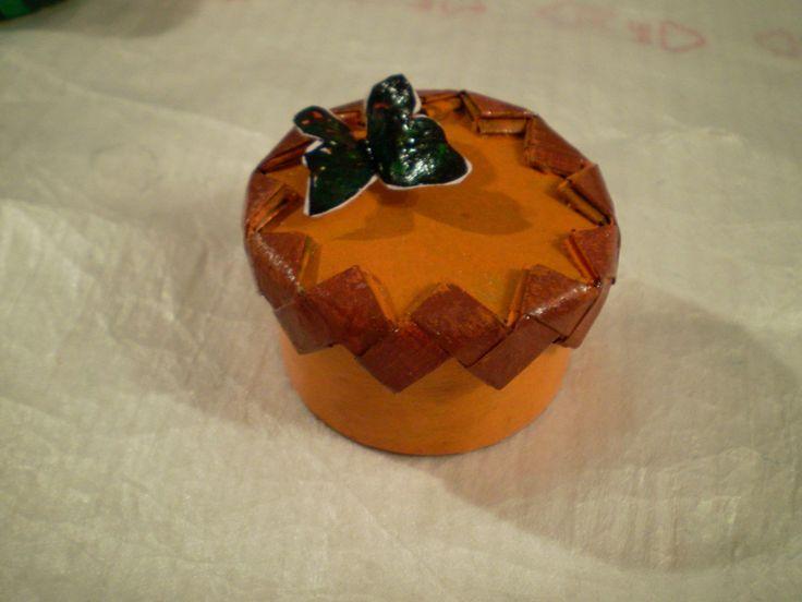 Cutie de bijuterii. executata in totalitate din materiale reciclate.