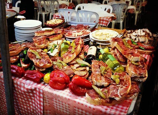 Испанская еда на празднике Сан Хуан в Аликанте на Коста Бланка. WWW.BSR-GROUP.RU #BSRGROUP #COSTABLANCA #MGP_RUSSIA #MURCIA #GUARDAMARDELSEGURA #TORREVIEJA #TUPLANCOSTABLANCA #SANTAPOLA #DOMINGO #SALINAS #SUMMER #GUARDAMAR #LAZENIA #summer #spain #montereylocals #salinaslocals- posted by +34 663-394-407 https://www.instagram.com/surtravels - See more of Salinas, CA at http://salinaslocals.com