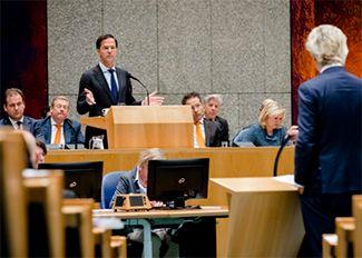 De Teeven deal met drugsbaas Cees H. en de ontslagname van Art van der Steur van afgelopen vrijdag, heeft Nederland nogal zoet gehouden. Als we echter even in helikopterview kijken wat er gebeurt kunnen we constateren dat het gaat over een deal van een bedrag wat gemiddeld genomen in een overheidsbouwprojectje in veelvoud verdampt. Het is peanuts op de jaarlijkse begroting van een kabinet en te lachwekkend voor woorden om zo'n ophef over te creëren. Waar het natuurlijk om gaat is om de ge...